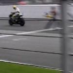 Rossi menang,…. Circuit Sepang rusuuuh …!!!