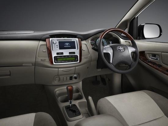 2013-toyota-innova-facelift-19