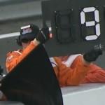 Mergo keasikan ngikutin Lorenzo,… plus ditambah meleng… Marquez kena black flag …!!!