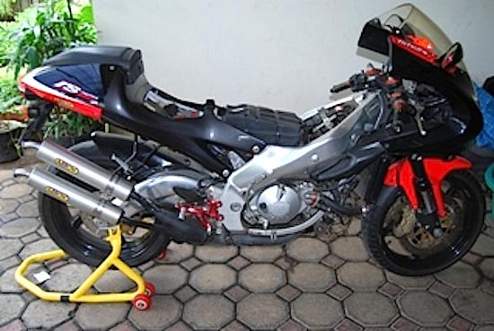 Aprilia RS250 dibuka