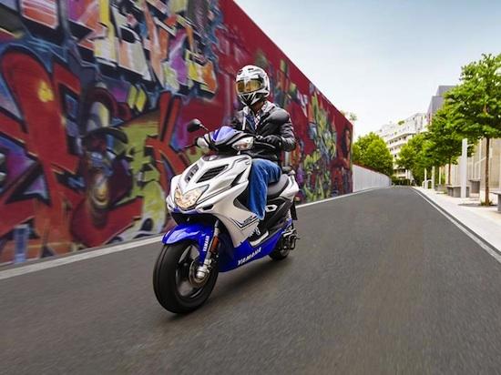 2015-Yamaha-Aerox 02