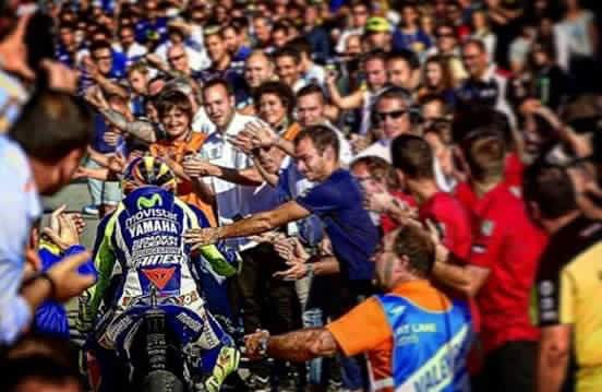 Rossi crowd