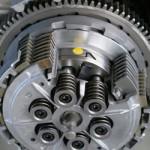 Fitur Slipper Clutch pada motor 250cc kebawah,… fitur yang sesuatu bangeeet …???