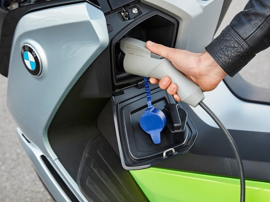bmw-e-scooter-charging