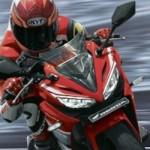 Di tengah market stagnan,… Honda CBR150R meningkat… Yamaha R15 kelengeeer… waktunya keluar yang baru …???