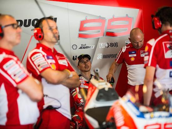 Lorenzo and ducati team