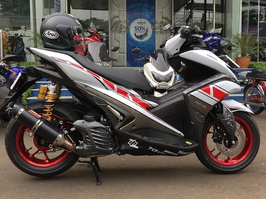 Yamaha Aerox merah putih