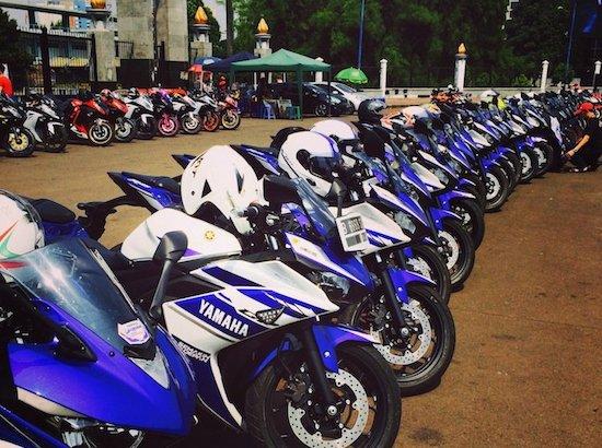 Yamaha R25 panahan senayan