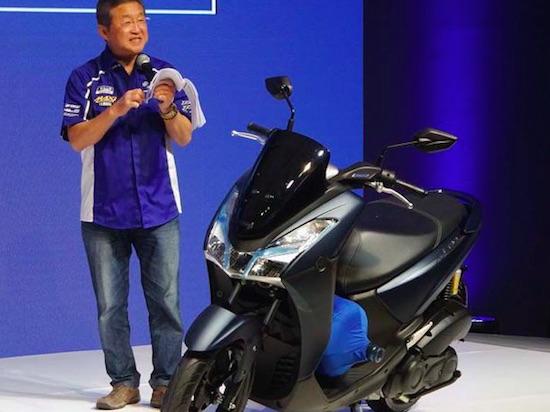 Yamaha Lexi bawa galon