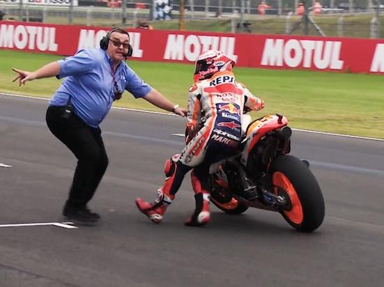 Marquez disuruh ke pit lane