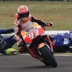 Berdasarkan regulasi MotoGP,… harusnya Marc Marquez kena diskualifikasi… jelas banget kok …!!!