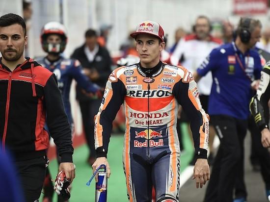 Marquez walk in pit lane