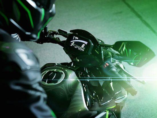 Kawasaki Z900 green