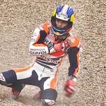 Dani Pedrosa ikut-ikutan crash… collarbone injury …???